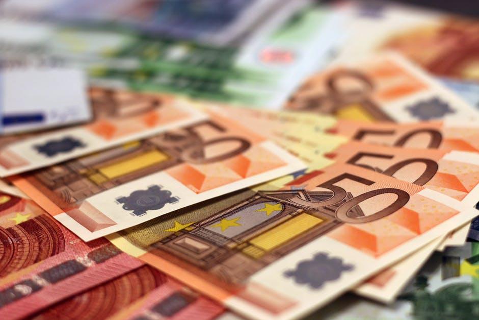 Pitkä maksuaika lainalle